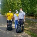 Единороссы и отряды мэра навели порядок в тобольском сквере Выпускников