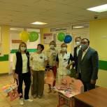 Одинцовские единороссы передали мебель и книги в дар детской поликлинике в Новой Трехгорке