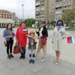Тюменские единороссы провели акцию к Дню флага РФ
