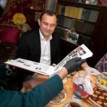 Игорь Брынцалов вручил телефон участнице войны, жительнице Реутова Марии Остапенко