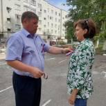 Депутаты поздравили жителей Заводского района с Днем государственного флага России