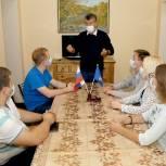 Луховицкий депутат Николай Урютин рассказал молодежи о партпроекте «Школа грамотного потребителя»