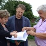 Аркадий Фомин проверил ход работ по возведению монумента в шиловском селе