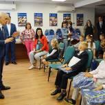 Геннадий Онищенко передал подарки к школе для 80 первоклассников из многодетных семей