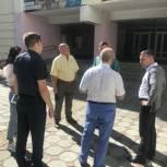 Депутаты гордумы продолжают осмотр школ Волжского района