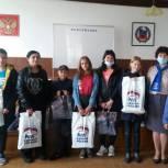 Алтайские единороссы собрали для школьников десятки тысяч наборов для учебы и творчества