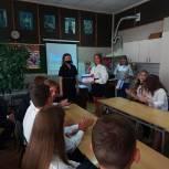 В школе №8 Рязани учащимся вручили именные стипендии