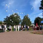 Единороссы СВАО выпустили в небо сотню шаров в память о трагедии в Беслане