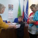 Депутат Госдумы Юрий Смирнов приобрел для многодетной семьи из Вичугского района планшеты