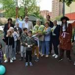 Единороссы Марьиной Рощи организовали творческий конкурс на лучший цветник