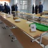 Борис Хохряков проверил обеспечение младших школьников горячим питанием