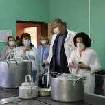 Единороссы проверили качество питания в школах Павловского Посада
