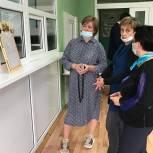 Лариса Лазутина проверила соблюдение мер санитарной защиты в Звенигородской школе №2