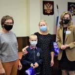 В Мурманске многодетные семьи получили планшеты для обучения школьников