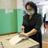 Депутат Брянской областной Думы Людмила Журавлёва приняла участие в голосовании