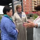 Лариса Лазутина проверила состояние автобусных остановок в микрорайоне Супонево