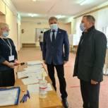 Более 400 избирательный участков начали свою работу в единый день голосования