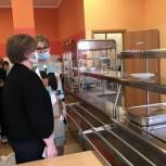 Лариса Лазутина проверила организацию бесплатного питания в Школе №4 Звенигорода