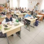 Единороссы Орехово-Зуевского городского округа передали школам парты