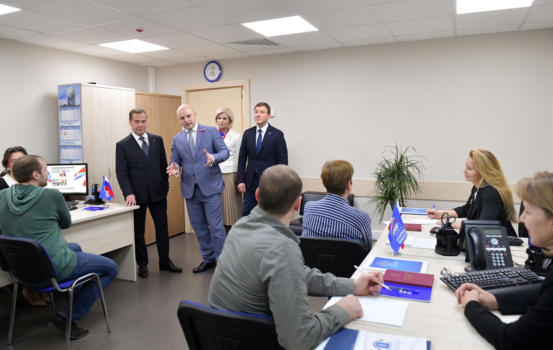 Дмитрий Медведев провел прием граждан в Центральной общественной приемной Партии. Фото: Александр Астафьев/РИА Новости