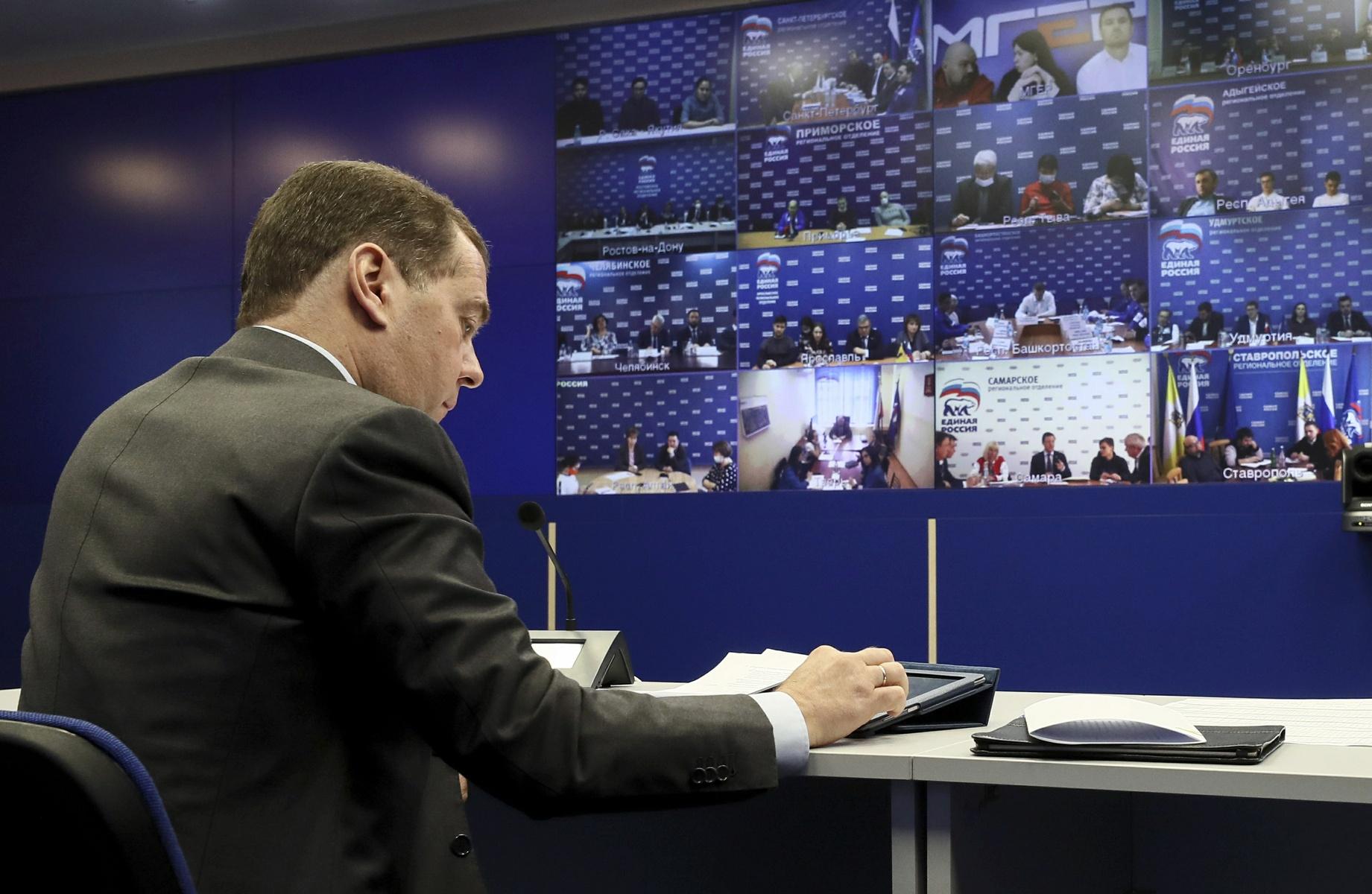 Дмитрий Медведев провел видеосовещание с представителями волонтерских центров «Единой России» по оказанию помощи гражданам в связи с пандемией коронавируса