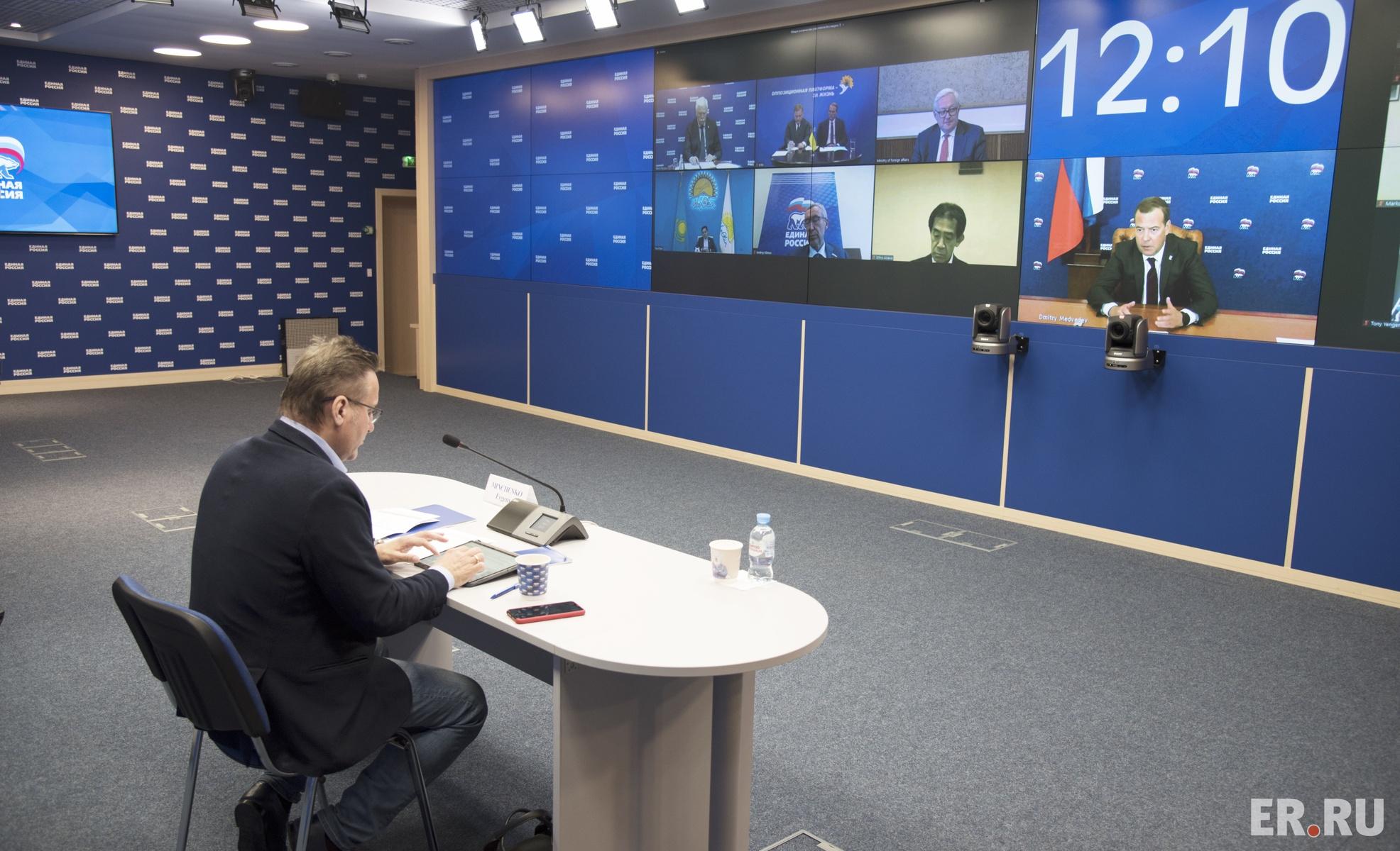 Круглый стол с представителями зарубежных парламентских партий по вопросу международного сотрудничества в борьбе с коронавирусом