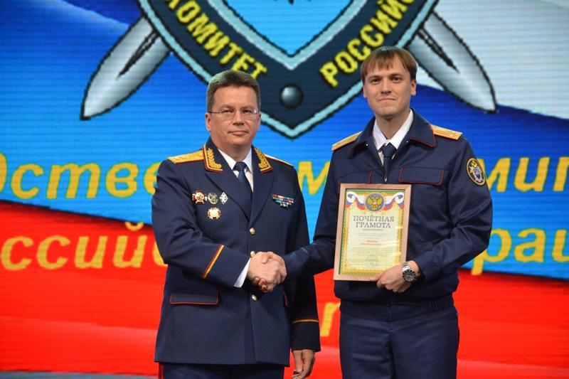 Хабаровские единороссы поздравили правоохранителей с юбилеем