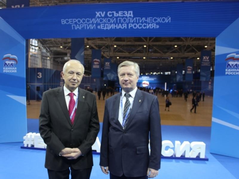 Виктор Бабурин и Олег Комиссар наXV съезде Партии