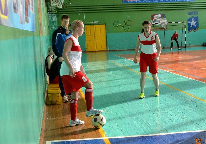 Карпинские молодогвардейцы провели турнир по мини-футболу среди девушек (12.03.2016)