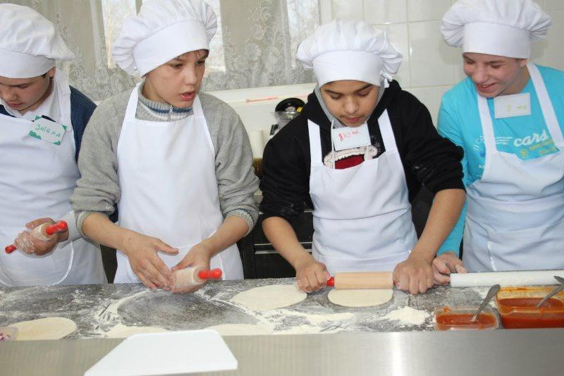 Нижнетагильские молодогвардейцы организовали для своих подшефных кулинарный мастер-класс (23.03.2016)