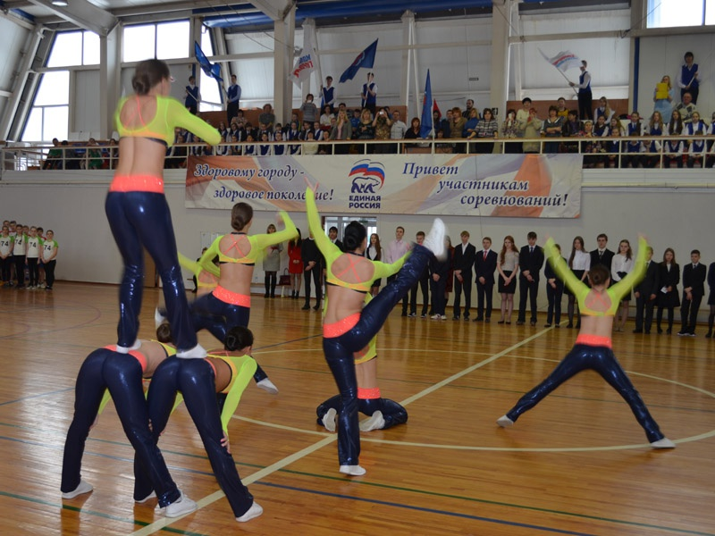 Единороссы вручили школам Пензы спортивный инвентарь