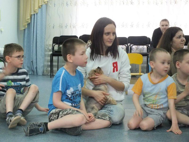В гости к детям «Антоновского» приехали «Ангельские псы» (21.04.2016)