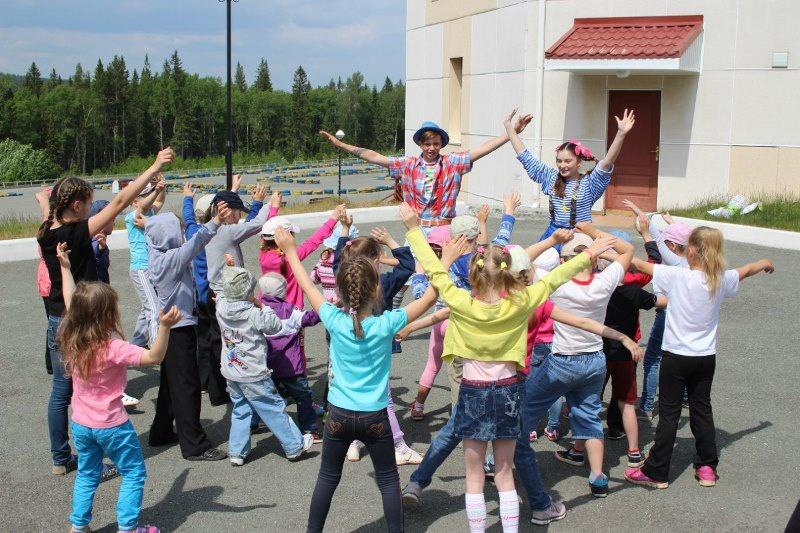 Нижнетагильские молодогвардейцы организовали детский праздник