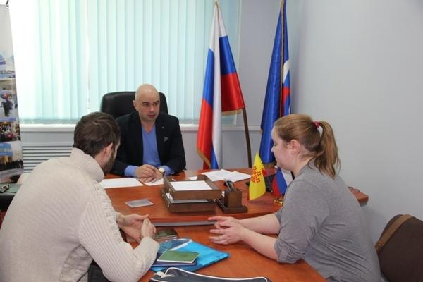 На приеме у депутата Госсовета Чувашии Романа Каляева