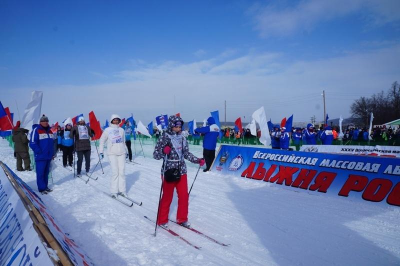 Саратовское региональное отделение партии «Единая Россия» принимало активное участие в XXXV открытой Всероссийской массовой лыжной гонке «Лыжня России»
