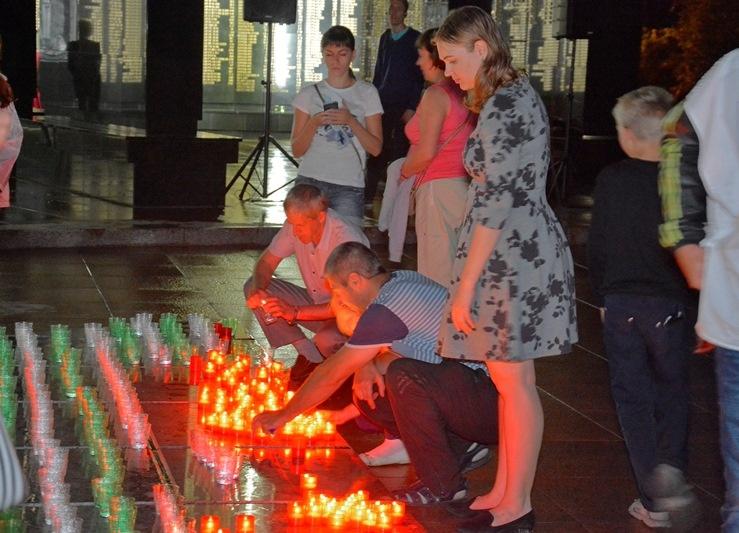 Тысячи свечей зажгли единороссы по всему Хабаровскому краю в День памяти и скорби