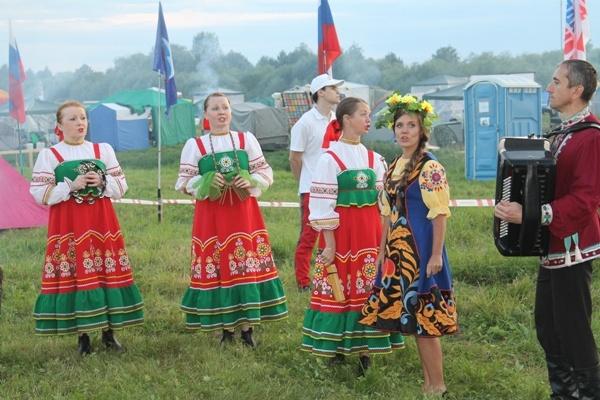 Гостей фестиваля развлекали на множестве площадок