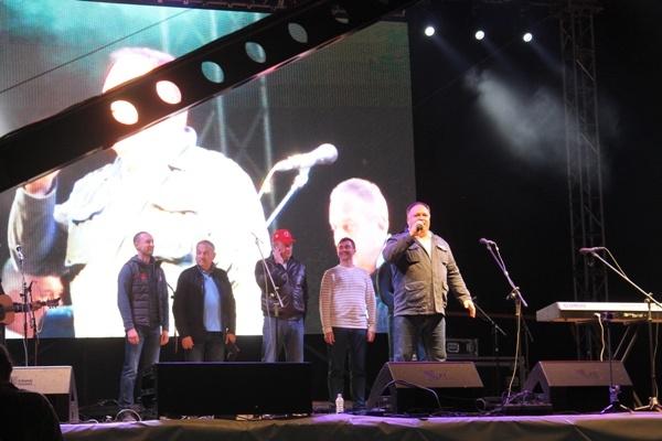 Олег Валенчук приветствовал гостей с главной сцены