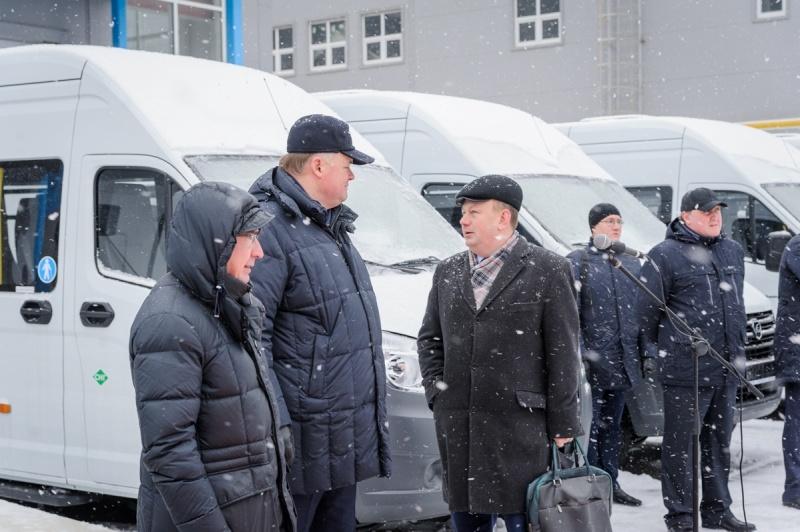 Водителям муниципальных автотранспортных предприятий вручены ключи от новых автобусов