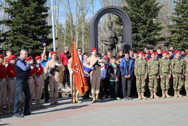 В канун Дня Победы молодежь Октябрьского приняла присягу