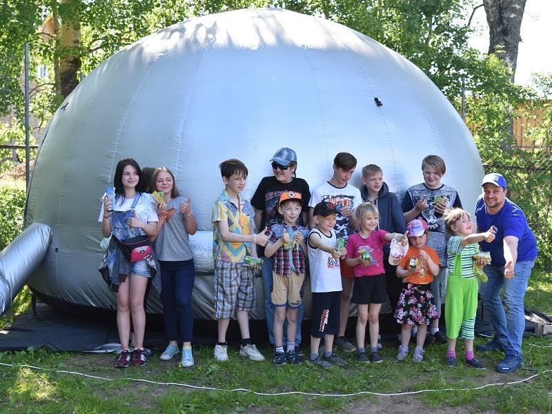 Планетарий «Единой России» провел благотворительные показы для детей в Новгородской области