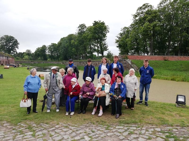 Партийцы организовали экскурсию для ветеранов