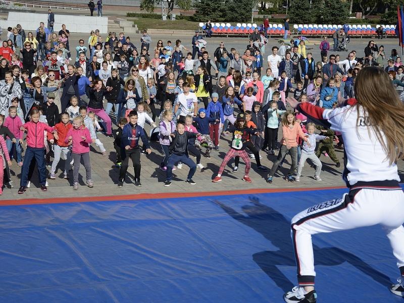 Спортивный праздник на площади Ленина