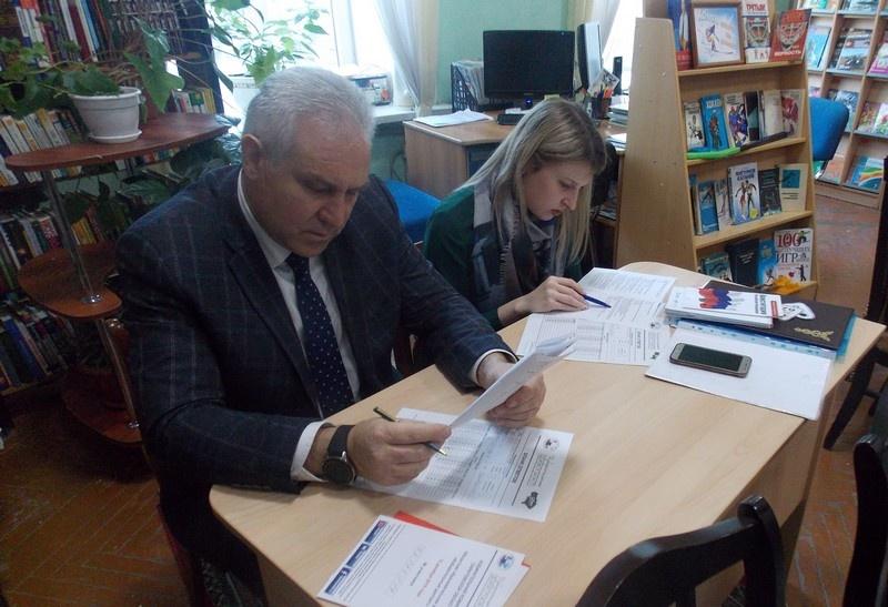 Партийцы и сторонники «Единой России» приняли участие в «Избирательном диктанте»