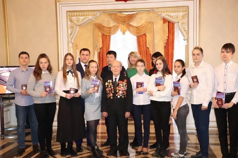 Партийцы приняли участие в мероприятиях, посвященных Дню Конституции