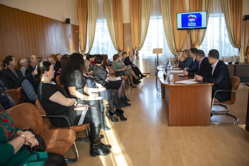 Вячеслав Логинов встретился с партактивом города Белогорск