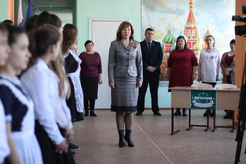 Первую «Парту Героя» открыл проект «Новая школа» в Зверево