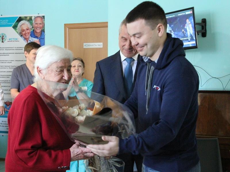 Лидер кубанских единороссов Николай Гриценко поздравил ветеранов Партии с юбилейными датами