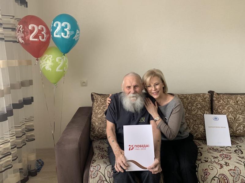 Татьяна Соломатина поздравляет Пупышева Ивана Константиновича