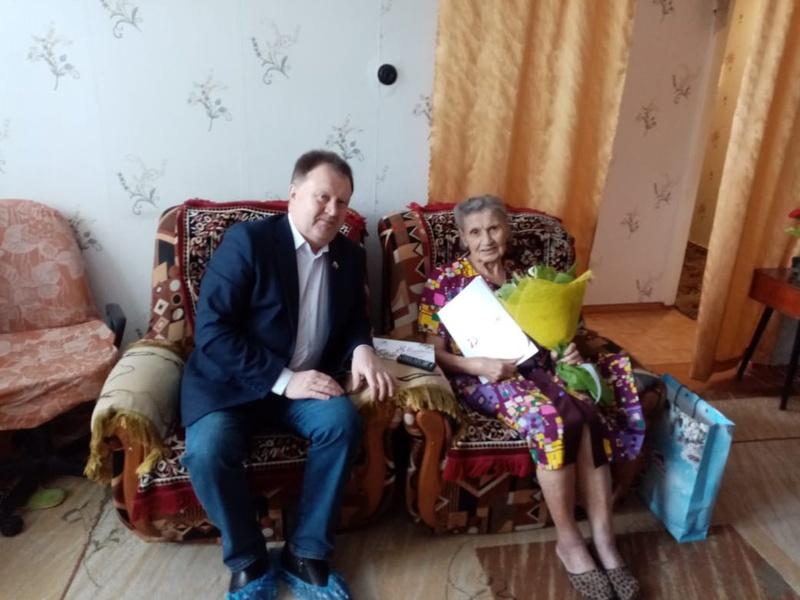 """Поздравления для женщин-ветеранов от """"Единой России"""""""